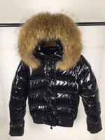 weiße kurze jacke für frauen großhandel-Frauen Winter Big Fur Weiße Ente Daunenjacke Frauen Reißverschluss Kurze Kapuze Winter Warm Winddicht Mantel