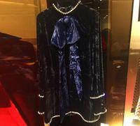 camisa de cuello alto de terciopelo al por mayor-2018 Negro Perlas de arco Camisas de mujer de cuello alto de cuello alto Mangas largas Arco Terciopelo Blusas Mujeres m0069-1
