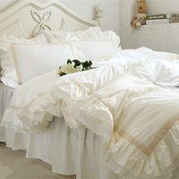 tekstil kaliforniya toptan satış-Lüks Nakış yatak seti bej dantel fırfır nevresim düğün dekoratif tekstil çarşaf Battaniyeler zarif yorgan kapak