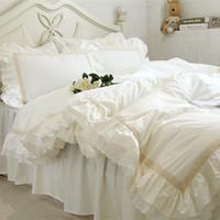 ingrosso set completo completo di comforter regina-Lusso Ricamo biancheria da letto set pizzo beige volant copripiumino matrimonio decorativo copriletto in tessuto Copriletto elegante trapunta