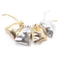 çorap torbaları gümüş toptan satış-100 adet / grup 7x9 cm Gümüş ve Altın Çanta Noel Ambalaj İpli PoşetÇanta Takı Charm Küpe Kolye Dekorasyon Çanta