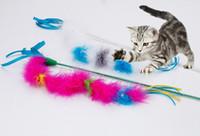 ingrosso bacchetta magica del gatto-Turchia Piuma cat teaser bacchetta giocattoli Stick per Cat Catcher Rompicapo Giocattolo Per Pet Kitten Jumping Train for Fun cat teaser piuma