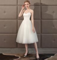 marfim vestido de casamento curto praia venda por atacado-Cintas de espaguete Tule Curto vestido de Baile Vestidos De Casamento Praia 2018 Na Altura Do Joelho Vestido De Noiva Verão Branco Marfim