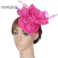 fascinador de plumas de color rosa caliente al por mayor-Multicolores elegante fascinador imitación sinamay pluma nupcial peinado fiesta sombreros de color rosa caliente carrera cóctel sombreros fiesta sombreros SYF21