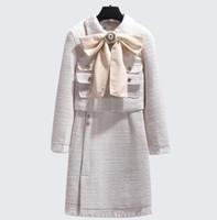 yarım kat kıyafeti toptan satış-Kadın yünlü pamuk OL set Butik lüks Klasik ünlü seksi marka retro bayanlar kaşmir Kadife Püskül bow coat yarım etek yün takım