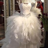robe de mariée en plumes d'ivoire achat en gros de-Qualité robe de mariée en plumes avant court dos longues robes de mariée train bas-haut tube haut cristal ceinture ivoire robe de mariée 2018 chaud