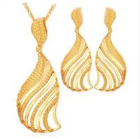 dangling colares venda por atacado-Dubai Cor de Ouro Conjunto de Jóias de Moda Africano Jóias Oco Em Forma de Leque Dangle Brincos E Colar Set Para As Mulheres Presente S664