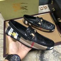 pajarita de charol al por mayor-18ss patchwork de cuero genuino hecho a mano de charol con pajarita hombres zapatos de vestir de boda negro Holgazanes de banquete de los hombres tamaño: 38-44