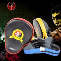 mma kırmızı boks eldivenleri toptan satış-Muay Thai El Pedleri Hedef MMA Odak Punch Pad Boks Eğitim Eldiven Eldiveni Karate Muay Thai Kick Mücadele W8651 Mavi Kırmızı Sarı