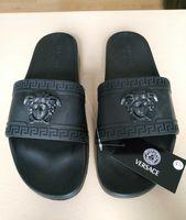 ingrosso sandali neri caldi-2018 vendita calda Medusa marchio Uomini Beach Slide designer Sandali Scuff Outdoor Pantofole Mens nero Moda slip-on sandali firmati taglia 7-1