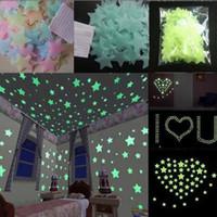autocollants de plafond étoiles achat en gros de-100pcs 3d étoiles brillent dans l'obscurité murale autocollant stickers muraux fluorescents pour plafond de la chambre des enfants décor à la maison