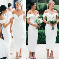 ingrosso fuori dai vestiti da sposa di lunghezza del tè bianco-2018 Simple White Satin Guaina Abiti da damigella d'onore Sexy Off the Shoulder Tea-lunghezza Maid of Honor Abito da sposa Guest Dress Plus Size BC0180