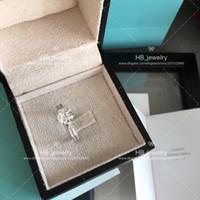anéis de diamantes de imitação venda por atacado-Seis garra 2 quilates 1ct anel de diamante para senhora T MARCA Logotipo Design de Moda Mulheres Partido Casal de Casamento presente de Luxo Imitação de Jóias Com CAIXA