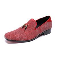 ingrosso pattini casuali del mens dello sposo-Strass Mens Red Wedding Groom Dress Oxfords Scarpe 2018 Moda maschile Casual Primavera autunno Runway Flats Shoes