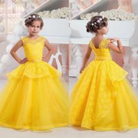 vestido de bautizo amarillo al por mayor-Chicas amarillas de encaje vestido de niña de las flores abalorios fajín para el partido Bautizo bautismo bautizo de la boda de la boda Prom 17flgB99