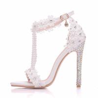 weiße blumige fersensandalen großhandel-Neue weiße Perlen Open Toe Schuhe für Frauen Kristall High Heels Fashion Stöckel Absatz Hochzeit Schuhe Spitze Blume Ankle Strip Brautschuhe