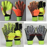 Wholesale Running Gifts - 2018 New Professional Goalkeeper Gloves Football Soccer Gloves with Finger protection emulsion Latex Goal Keeper Gloves Send Gifts To Prote