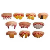 dentário assustador venda por atacado-Dia das bruxas Dente Vampiro Dente Zumbis Incisivos Engraçado Tricky Plástico Macio Dentes Assustador Brinquedos para crianças Horror Adereços Disfarçados C5184