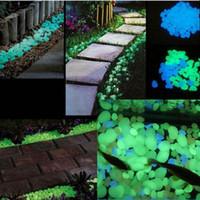 ingrosso pietre del giardino dell'azzurro blu-Bakhuk 100 Pcs Blue / Green Glow Stone nel Dark Glow Pebble Blue per Garden Walkway e Decor
