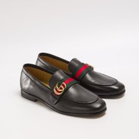 erkekler şarap kırmızı elbise ayakkabıları toptan satış-Erkek lüks tasarımcı elbise ayakkabı moda klasik kırmızı mavi kurdele ile mektup metal düğme KUTUSU ILE sürüş ayakkabı rahat loafer'lar erkek ayakkabı