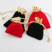 ingrosso borse nozze drawstring nere-Sacchetti con cordoncino in rilievo di velluto Confezionamento di gioielli Confezione regalo di Natale Confezioni regalo per regali di nozze Borsa mini con coulisse rossa nera