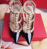 черные гладиаторные насосы оптовых-Горячо! Большой размер 2018 дизайнер 8 см 10 см Гладиатор высокие каблуки Женская обувь Обнаженные черные шипы Т-ремень насос лакированной кожи Стад Леди обувь лето
