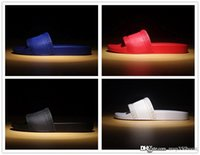 ingrosso sandali neri caldi-hot marca Uomo Beach Slide Sandali Medusa Scuff 2017 Pantofole Uomo nero bianco rosso Beach Fashion sandali firmati
