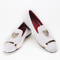erkekler için burunlu ayakkabı toptan satış-Erkekler parti ve düğün PP tiger ve altın toka ile el yapımı loafer'lar kadife ayakkabı erkekler elbise ayakkabı