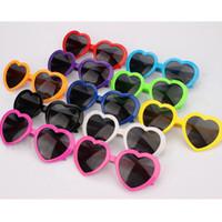 gafas de sol de niña multicolor al por mayor-Moda para niños, niñas, gafas de sol, amor, forma de corazón, multicolor, gafas de sol, gafas de plástico para fiestas, montura completa, anti-UV, gafas de sol C4481