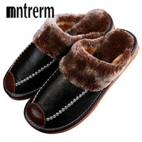 тепловая обувь оптовых-Mntrerm Зимние мужские тапочки из натуральной кожи для дома с нескользящей термозащитной обувью для мужчин 2018 Новые теплые зимние тапочки плюс размер