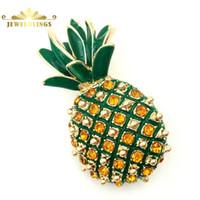 comida de cristal al por mayor-Fruta tropical Micro Pave Crystal Pineapple Broches Gold Tone Hojas esmaltadas Cute Food Pineapple Pins Brochas para mujer Abrigo