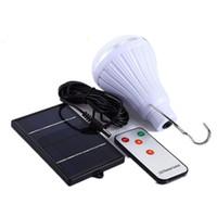 ingrosso ha condotto le lanterne a distanza-Solar Led Light con gancio in metallo Energy Saving Camping Lantern Bulb Shape Lampada di emergenza per telecomando Top Quality 29 3dg B