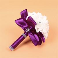 rosafarbene blume blaue farben großhandel-Elegante Rose Künstliche Braut Blumen Braut Bouquet Hochzeit Bouquet Kristall Royal Blue Silk Band Neue Buque De Noiva 7 Farben 25 * 20 cm