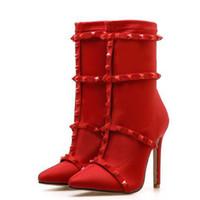 ingrosso stivali a forma di tacco-2018 nuove donne moda rivetti tacchi alti pompe sexy tacco sottile a punta delle donne del motociclo caviglia Chelsea stivali scarpe