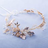 accesorios para el cabello flores de seda azul al por mayor-Joyería delicada de la perla del oro Diadema Tiara Accesorios de la vid del pelo de la boda Diadema nupcial floral hecha a mano Diademas de las mujeres