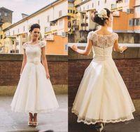 ingrosso la sposa veste i manicotti di lunghezza del tè-I più nuovi abiti da sposa corti coprispalle a maniche lunghe coprispalle copriscarpa con bottoni fiori 3D abiti da sposa su misura 2019