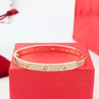 elmas tasarım bilezikleri toptan satış-Yüksek kalite ile tam CZ elmas Marka Aşk Vida Paslanmaz çelik Bilezik Kadınlar manşet cater love tasarım Bilezikler