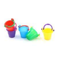 ingrosso strumenti da giardino della casa della casa-Colorful Plastic bucket Micro Garden Tool Supplies Casa Cucina Decor Pretnd Gioco Game Scala 1:12 Fata Dollhouse Miniature