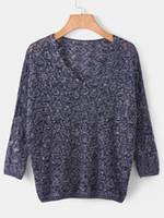 beyaz yarasa kolları bluz toptan satış-Ajur örgü kazak kadın Bahar sonbahar ince gevşek v yaka yarasa kollu kazak bluz Ince Jumper Dış Giyim Siyah Beyaz Artı Boyutu S-2XL Tops