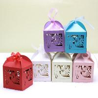 bebek duş şeritleri iyilikler toptan satış-Hollow Out Tasarım Şeker Kutusu Düğün Aşk Kalp Lazer Çikolata Hediye Wrap Çanta Ile Bebek Duş Iyilik Parti Malzemeleri Şerit 0 4qm YY
