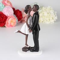 ingrosso matrimoni nozze matrimonio-African Black Women kiss Wedding Cake Topper Fornitura da sposa coppia di sposi economici Eventi di nozze Decorazioni Wedding Dolls