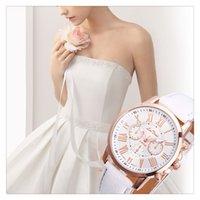 ingrosso bellissime orologi femminili-Cinturino in pelle femminile moda di alta qualità moda casual orologi tre orologi al quarzo a sei pin 10 pezzi di colore misto orologi belli