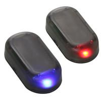ingrosso auto di illuminazione di sicurezza-1 PZ Fake Solar Power Car Alarm Lamp Sistema di Sicurezza Warning Theft Flash Lampeggiante Antifurto Attenzione LED Light Red Blue Q0359
