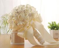ramalhete livre do casamento do transporte venda por atacado-2019 Beautiful Bridal Wedding Bouquet Casamento Flor Decoração dama pérolas de cristal Rose Branco Marfim frete grátis