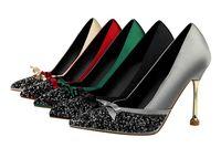 kravat partisi ayakkabıları toptan satış-Tasarımcı yüksek topuklu elbise ayakkabı kadın pompaları glitter sequins stiletto topuklu sivri burun parti elbise ayakkabı tasarımcısı papyon bayan topuklu
