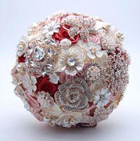 gelin kristali yapay elmas broşları toptan satış-Lüks Boncuklu Düğün Buket Allık Pembe Bordo Kristal Rhinestone Gelin Güller Buketleri Broş Inci Gelin Çiçek 2018 Dekorasyon