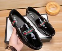 teil beiläufiges kleid großhandel-2019 neue weiche Leder Herren Casual Kleid Schuhe Teil Geschenk Requisiten Schuhe Metallschnalle rutschfeste Kleidung berühmte Marke Männer faule Schuhe Loafers Za