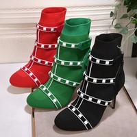 weiße strickstiefel großhandel-2018 sexy rot grün elastische Stiefeletten für Frauen High Heels Gestrickte weiße Nieten verzierte Stretch-Socke Schuhe Frauen chaussure femme
