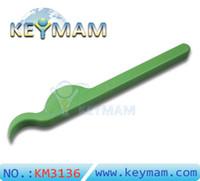forcer les portes achat en gros de-Hot KLOM Ouverture de porte de voiture Green Wedge en nylon durable pour la voiture Push-pull flexible Windows Lever Wedge - Force Open UPVC