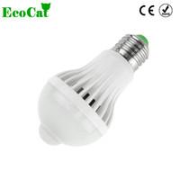 ingrosso il sensore di movimento ha condotto la lampadina e27-ECO CAT LED Lampada E27 lampadina LED 5W 7W 9W 220 V PIR Sensore di movimento Lampadine Luci Auto Smart Control Lampadine Illuminazione domestica